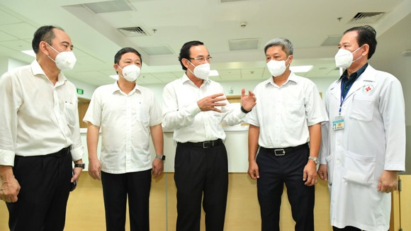 Bí thư Thành ủy TPHCM Nguyễn Văn Nên thăm Bệnh viện Hồi sức Covid-19 ảnh 2