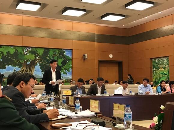 Phó Chủ tịch UBND TPHCM Trần Vĩnh Tuyến phát biểu tại phiên giải trình