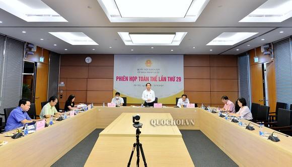 Chủ nhiệm Ủy ban Pháp luật Hoàng Thanh Tùng chủ trì phiên họp của Uỷ ban Pháp luật ngày 1-9