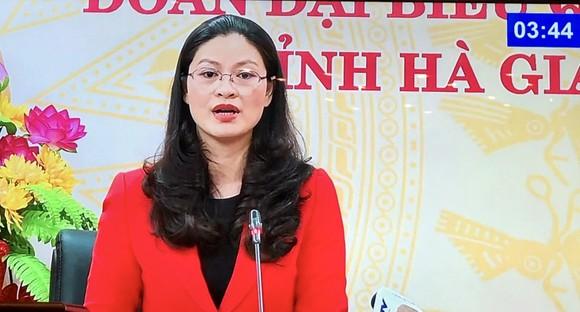 ĐB Vương Ngọc Hà (Hà Giang) phát biểu tại phiên họp.