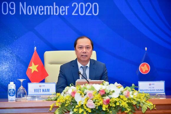 Thứ trưởng Bộ Ngoại giao Nguyễn Quốc Dũng, Trưởng đoàn Quan chức cao cấp (SOM) ASEAN - Việt Nam chủ trì họp báo. Ảnh: QUANG PHÚC