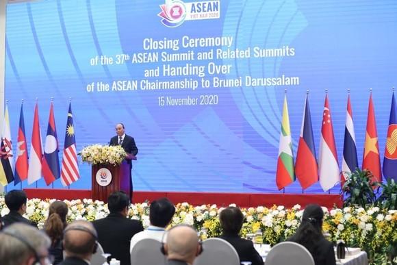 Thủ tướng Chính phủ Nguyễn Xuân Phúc, Chủ tịch ASEAN 2020 phát biểu bế mạc Hội nghị. Ảnh: QUANG PHÚC
