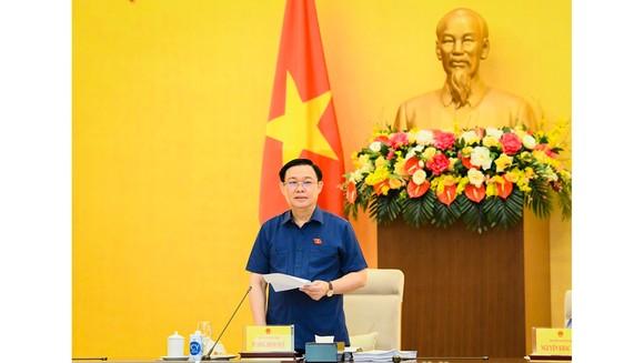 Chủ tịch Quốc hội Vương Đình Huệ phát biểu kết luận tại buổi làm việc với Văn phòng Quốc hội