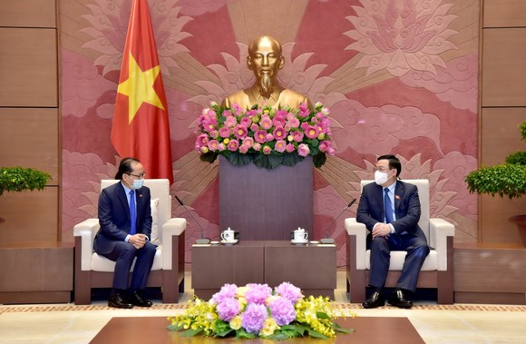 Chủ tịch Quốc hội Vương Đình Huệ tiếp Đại sứ Campuchia Chay Navuth, Đại sứ Nhật Bản Yamada Takio ảnh 1