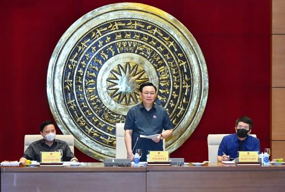 Chủ tịch Quốc hội Vương Đình Huệ chủ trì buổi làm việc. Ảnh: VIẾT CHUNG