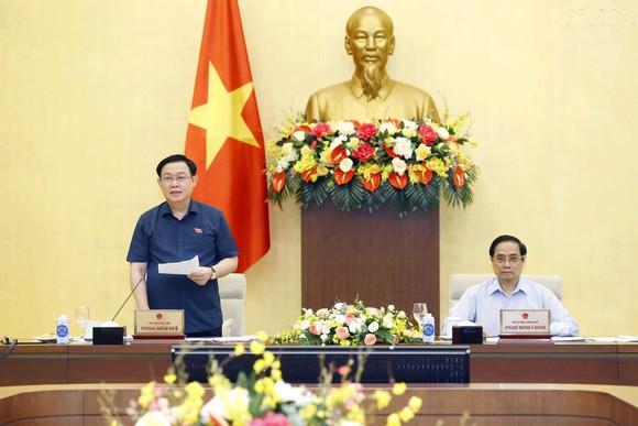 Chủ tịch Quốc hội Vương Đình Huệ và Thủ tướng Chính phủ Phạm Minh Chính chủ trì cuộc họp. Ảnh: VIẾT CHUNG