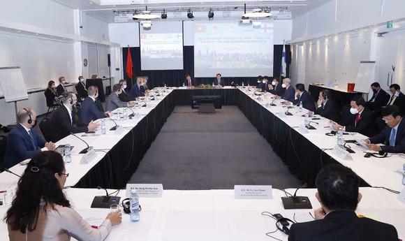 Chủ tịch Quốc hội Vương Đình Huệ dự Tọa đàm doanh nghiệp Việt Nam - Phần Lan ảnh 1