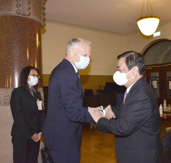 Chủ tịch Quốc hội Vương Đình Huệ hội kiến với Thủ tướng Phần Lan, tiếp đại diện nhiều doanh nghiệp tại Phần Lan ảnh 3