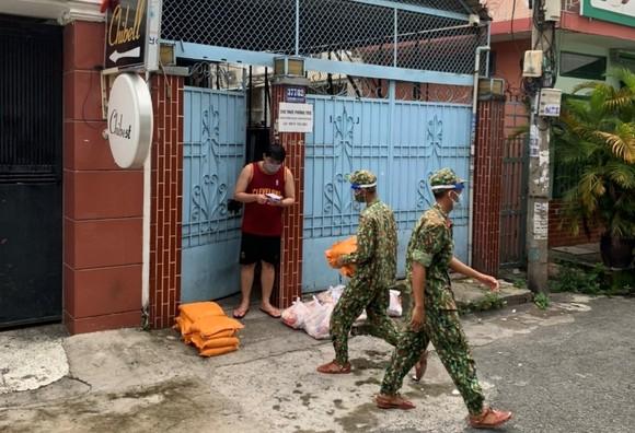 Các địa phương đi chợ giúp dân  ảnh 1
