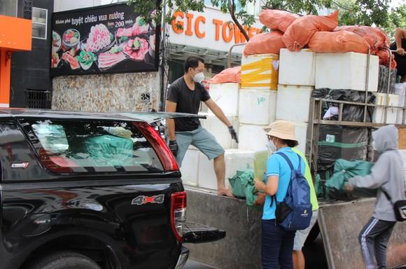 TPHCM tiếp nhận hơn 25 tấn hàng hóa các tỉnh hỗ trợ  ảnh 1