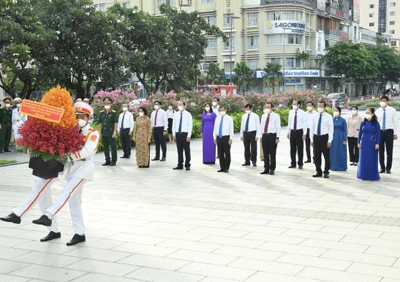 Lãnh đạo TPHCM dâng hương, dâng hoa Chủ tịch Hồ Chí Minh ảnh 6