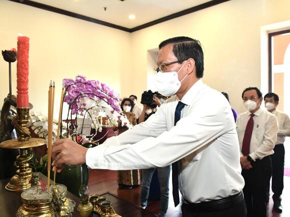 Lãnh đạo TPHCM dâng hương, dâng hoa Chủ tịch Hồ Chí Minh ảnh 4