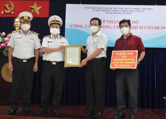 Bộ Tư lệnh Vùng 1 Hải Quân trao tặng TPHCM 10 tấn gạo ảnh 2