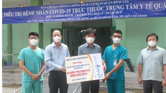 Phó Bí thư Thành ủy TPHCM Nguyễn Hồ Hải thăm, tặng trang thiết bị y tế ảnh 2