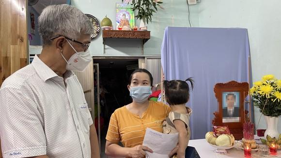 Lãnh đạo TPHCM thăm, trao quà Trung thu cho trẻ mồ côi vì Covid-19 ảnh 10