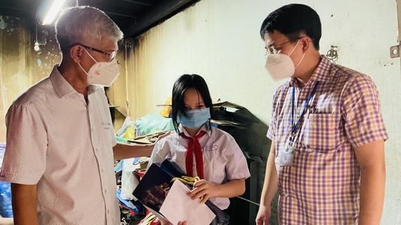 Lãnh đạo TPHCM thăm, trao quà Trung thu cho trẻ mồ côi vì Covid-19 ảnh 9