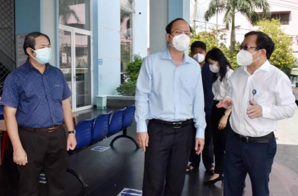 Phó Bí thư Thành ủy TPHCM Nguyễn Hồ Hải thăm, tặng trang thiết bị y tế tại quận 12 và Gò Vấp ảnh 3