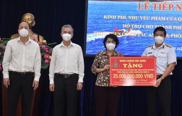 TPHCM tiếp nhận 25 tỷ đồng và 135 tấn gạo ủng hộ phòng chống dịch  ảnh 1