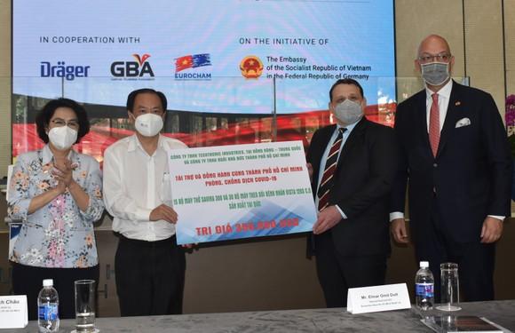 TPHCM tiếp nhận trang thiết bị y tế trị giá 350.000 USD   ảnh 1