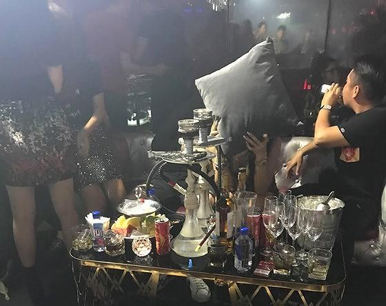 """Đột kích quán bar, phát hiện nhiều nam nữ nghi """"phê"""" ma túy ảnh 5"""