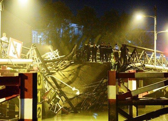 Cận cảnh trục vớt  chiếc xe ben gây ra vụ sập cầu Long Kiển ảnh 4