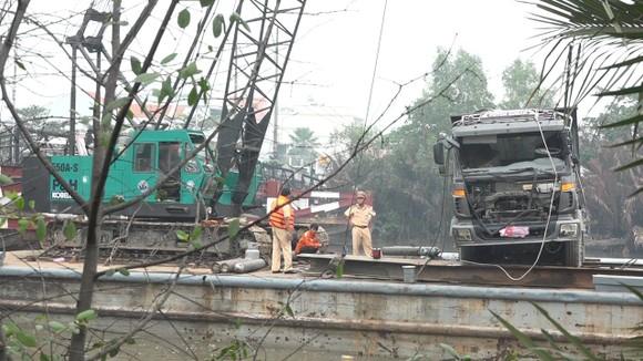 Cận cảnh trục vớt  chiếc xe ben gây ra vụ sập cầu Long Kiển ảnh 2