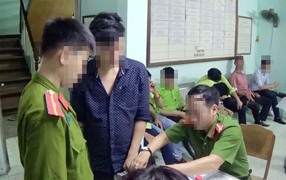 Đột kích quán bar ở quận Phú Nhuận, phát hiện 25 đối tượng dương tính với chất ma tuý  ảnh 2