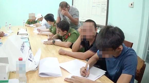 Đột kích quán bar ở quận Phú Nhuận, phát hiện 25 đối tượng dương tính với chất ma tuý  ảnh 1