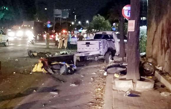 Vụ xe bán tải húc hàng loạt xe máy, 2 người chết: Tài xế đạp nhầm chân ga ảnh 6