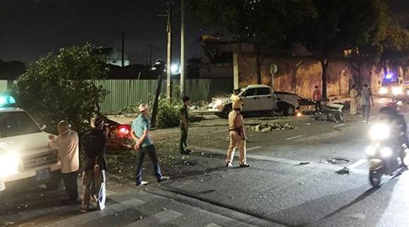 Vụ xe bán tải húc hàng loạt xe máy, 2 người chết: Tài xế đạp nhầm chân ga ảnh 9