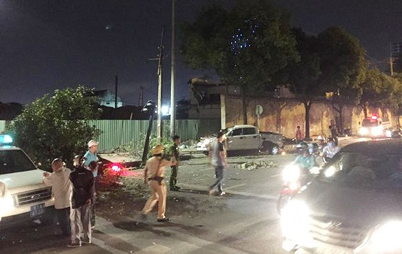 Vụ xe bán tải húc hàng loạt xe máy, 2 người chết: Tài xế đạp nhầm chân ga ảnh 5