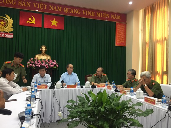 Công an TPHCM họp báo vụ nổ ở trước trụ sở công an phường 12, quận Tân Bình ảnh 2