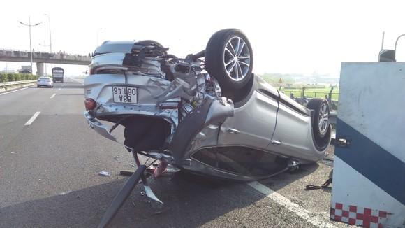 Tai nạn giữa xe ô tô và xe khách trên cao tốc, nhiều người thoát chết ảnh 3