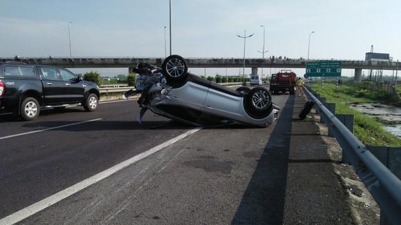 Tai nạn giữa xe ô tô và xe khách trên cao tốc, nhiều người thoát chết ảnh 4