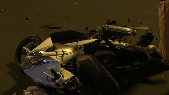 Nữ tài xế ô tô có biểu hiện say xỉn tông hàng loạt xe, một người chết ảnh 14