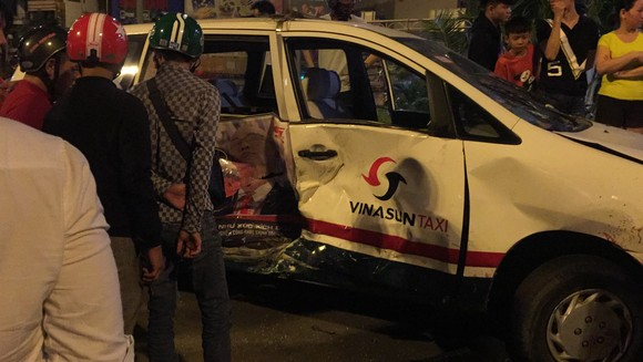 Nữ tài xế ô tô có biểu hiện say xỉn tông hàng loạt xe, một người chết ảnh 17