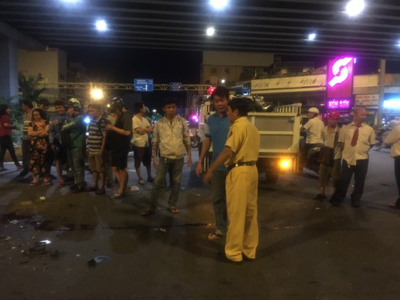 Nữ tài xế ô tô có biểu hiện say xỉn tông hàng loạt xe, một người chết ảnh 4