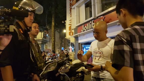 """""""Đi bão"""" sau trận thắng của đội tuyển Việt Nam, 78 trường hợp bị xử phạt ảnh 2"""