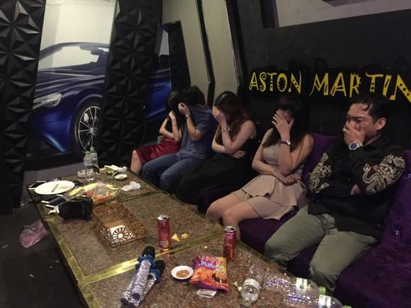 Nhóm khách nghi phê ma túy tại quán karaoke Sinh Đôi Venus