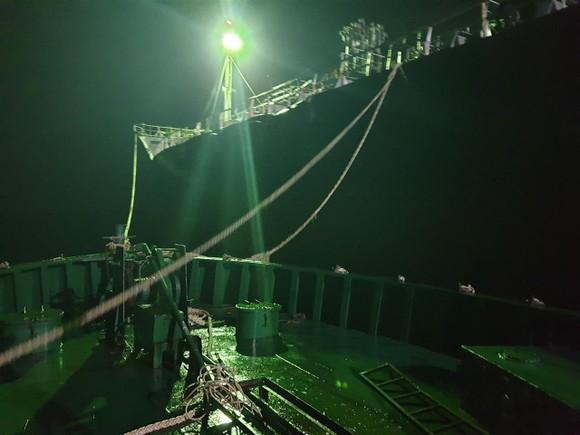 Hai tàu bị tạm giữ để điều tra