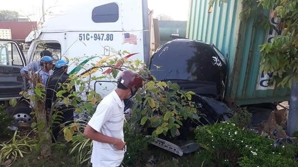 Chiếc xe ô tô bị mắc kẹt.