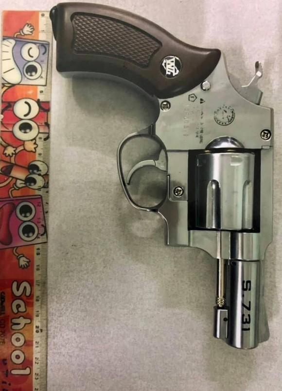 Khởi tố, bắt tạm giam thanh niên dùng súng cướp ngân hàng Bắc Á  ảnh 2