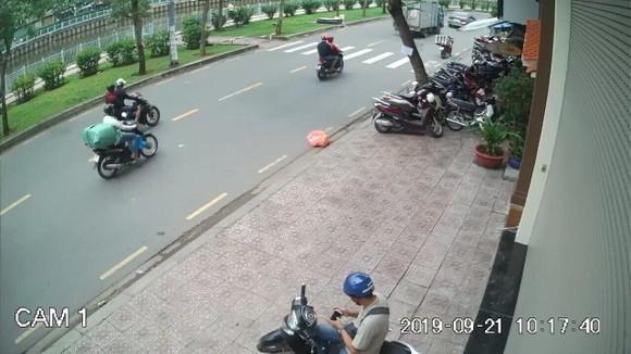 Bắt băng cướp kéo lê cô gái trẻ trên đường phố ảnh 1