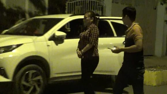 Công an khám xét nơi ở của băng nhóm chuyên dàn cảnh móc túi hành khách đi xe buýt ở TPHCM ảnh 2