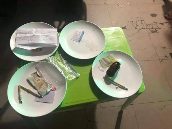 Đột kích quán karaoke phát hiện 50 'dân chơi' dương tính chất ma túy ảnh 1