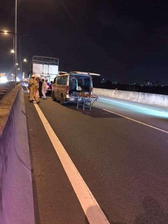 Tài xế ô tô tử vong sau va chạm với xe tải trên cao tốc TPHCM - Long Thành - Dầu Giây ảnh 2