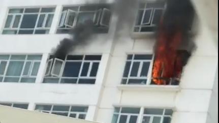 Cháy chung cư Hoàng Anh Gia Lai Goldhouse, hàng trăm cư dân tháo chạy ảnh 1