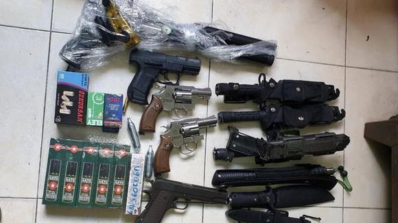 Bắt nhiều đối tượng mua bán, tàng trữ ma túy và vũ khí ảnh 2