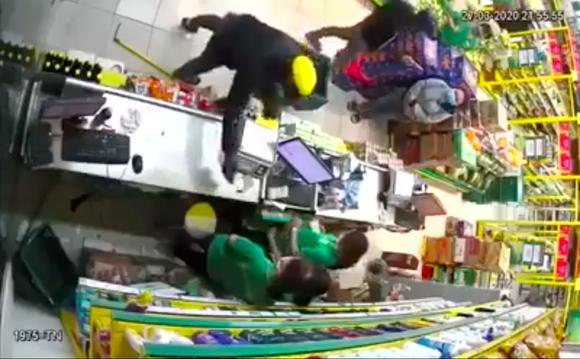 Bắt đối tượng nghi dùng súng khống chế nhân viên cửa hàng Bách Hóa Xanh để cướp tài sản ảnh 2