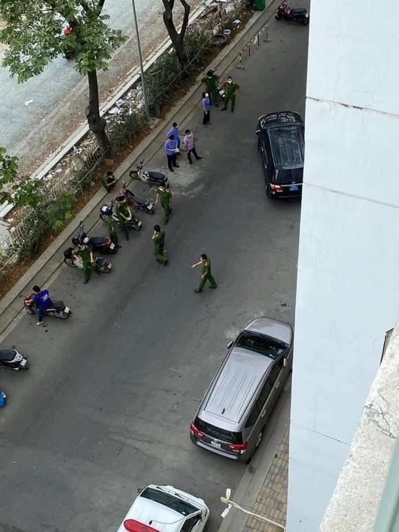 Công an TPHCM khám nghiệm hiện trường nơi Tiến sĩ Bùi Quang Tín tử vong ảnh 1